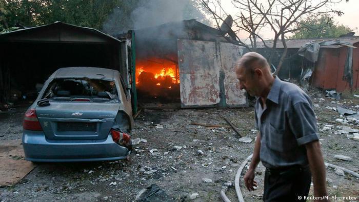 Зруйнований внаслідок бойових дій приватний будинок у Донецьку (фото з архіву)