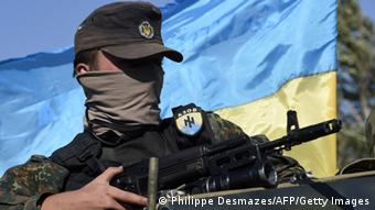 Боец батальона Азов под Мариуполем (сентябрь 2014 года)