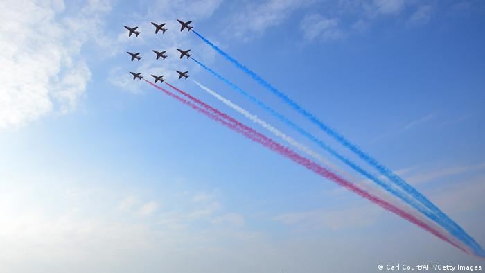 Britische Red Arrows-Flugzeuge am Himmel über Wales (Foto: AFP/Getty Images)