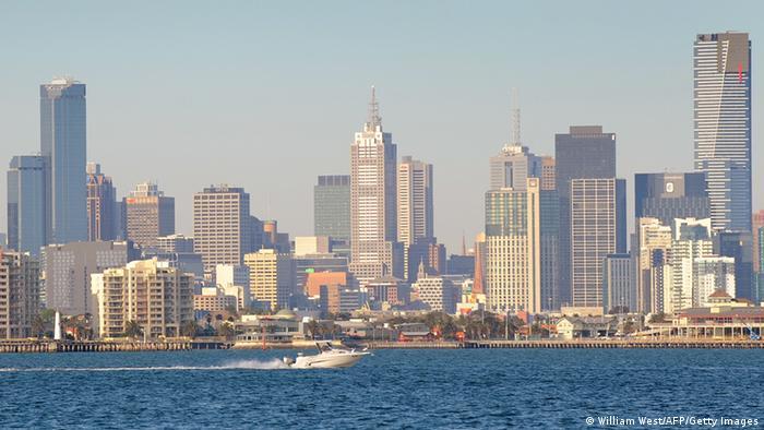 Облакодерите во вториот по големина град во Австралија, Мелбурн се нишаа во силниот земјотрес