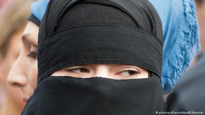 Salafisten in Deutschland (picture-alliance/dpa/B.Roessler)