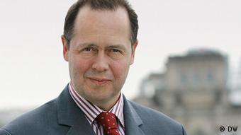 01.2012 DW Europa aktuell Moderator Christian Trippe