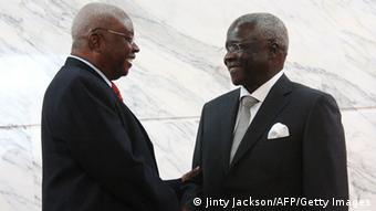 Unterzeichnung Friedensabkommen in Mosambik Armando Guebuza und Afonso Dlakhama