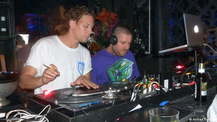 DJ Shicco (left) and DJ Rap A Toi at the Berlin club Rocco & Sanny during Jüdische Kulturtage, September 2014, Copyright: Andrea Kasiske