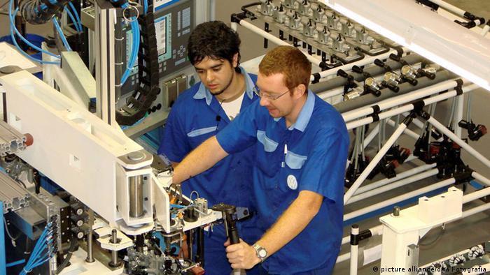 Volkswagen in Argentinien Arbeiter (picture alliance/dpa Fotografia)