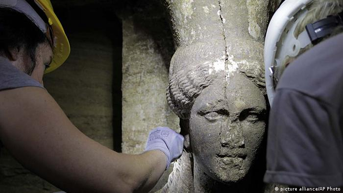 Figure discovered at the archeological dig in Amphipolis, Greece, Copyright: picture alliance/AP Photo
