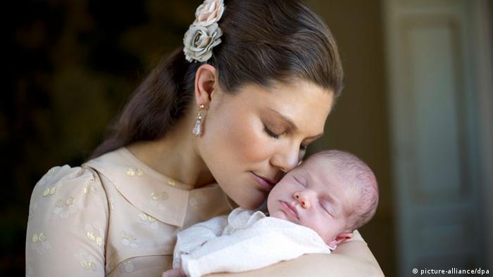 Prinzessin Victoria mit Tochter Estelle (picture-alliance/dpa)