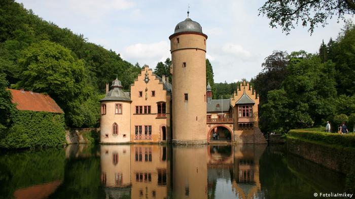 Замок Меспельбрунн (Schloss Mespelbrunn)