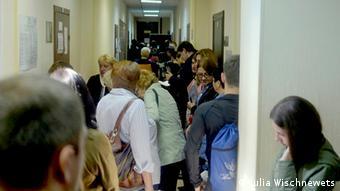 Беженцы с востока Украины в очереди на регистрацию. Москва, сентябрь 2015