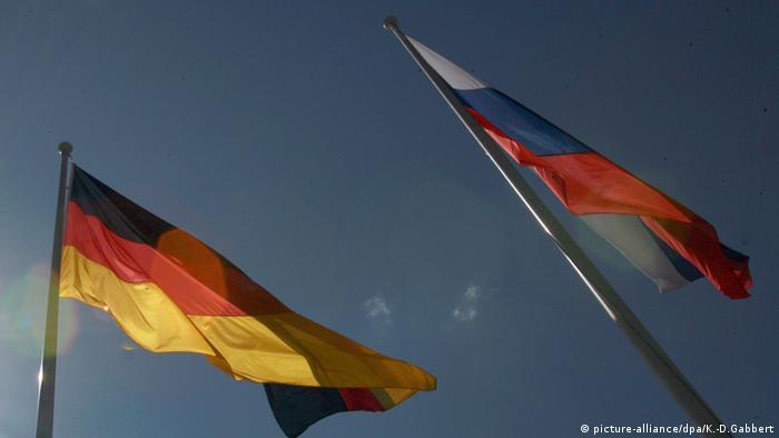 Германский и российский флаги