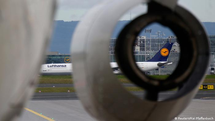 Самолеты Lufthansa в аэропорту