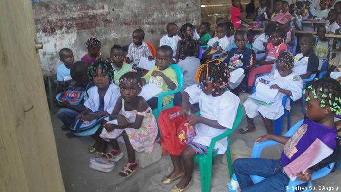 Schulunterricht in Cabinda, Angola