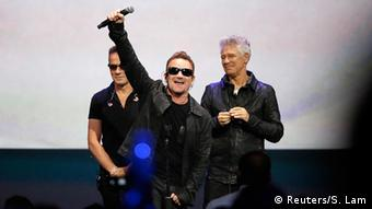 Apple announced iPhone 6 with live performance by U2 (Photo: REUTERS/Stephen Lam)