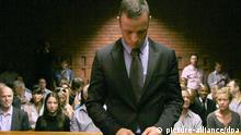 ARCHIV - Der behinderte Profisportler Oscar Pistorius steht am 21.02.2013 vor einem Gericht in Pretoria (Südafrika). Das Urteil im Mordprozess gegen Oscar Pistorius soll am 11.9. verkündet werden. Pistorius hatte in der Nacht zum 14. Februar 2013 seine Freundin Reeva Steenkamp erschossen. Er will in Panik geraten sei, weil er einen Einbrecher in der Wohnung vermutete. Foto: EPA/TJ LEMON (zu dpa Themenpaket Pistorius-Prozess vom 10.09.2014) +++(c) dpa - Bildfunk+++