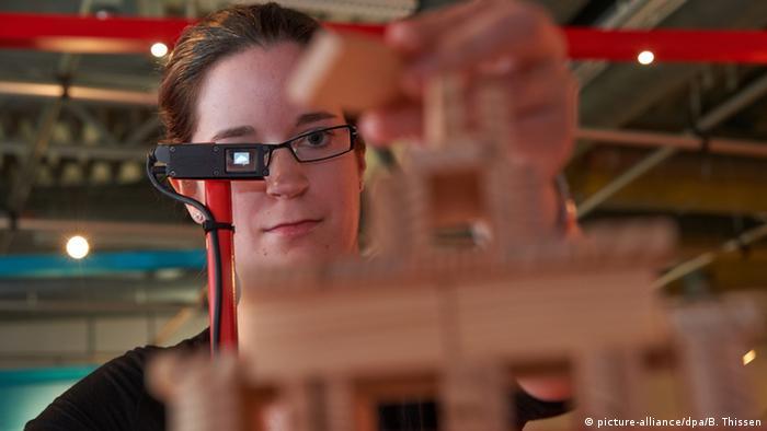Цифровые очки на выставке в Дортмунде