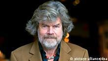 ARCHIV - Der Extrembergsteiger und Abenteurer Reinhold Messner posiert am 03.11.2013 in Düsseldorf (Nordrhein-Westfalen). Am 17.09.2014 wird Messner 70. Foto: Horst Ossinger/dpa (zu dpa Reinhold Messner wird 70 vom 05.09.2014) +++(c) dpa - Bildfunk+++ pixel