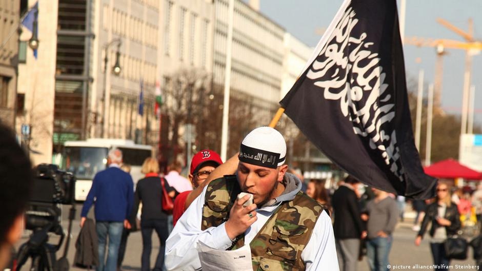German domestic intelligence chief warns of rapidly growing Salafist scene | DW | 25.10.2014