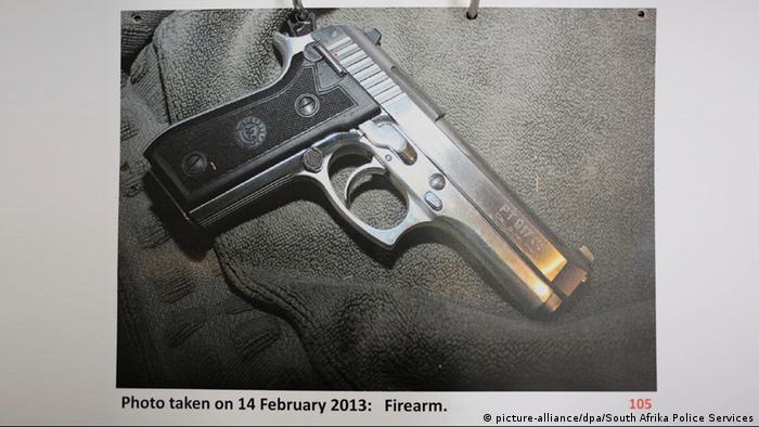 Eine Pistole (Foto: picture-alliance/dpa/South Afrika Police Services)