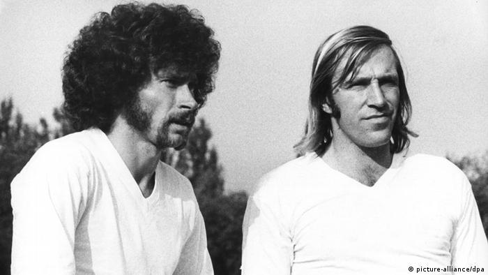 Fußball: Paul Breitner und Günter (Foto: dpa)
