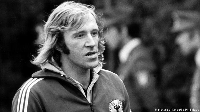 Deutschland Fußball Günter Netzer wird 70 Fußball-WM 1974 Günter Netzer im Training (picture-alliance/dpa/I. Bajzat)