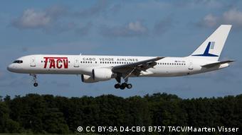 Flugzeug der kapverdischen Fluggesellschaft TACV (CC BY-SA D4-CBG B757 TACV/Maarten Visser)