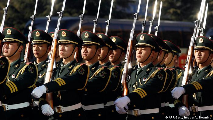 Symbolbild China Militär Soldaten (AFP/Getty Images/L. Downing)