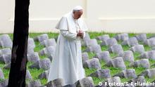 Italien Papst Franziskus besucht die Weltkriegsgedenkstätte in Redipuglia 13.09.2014