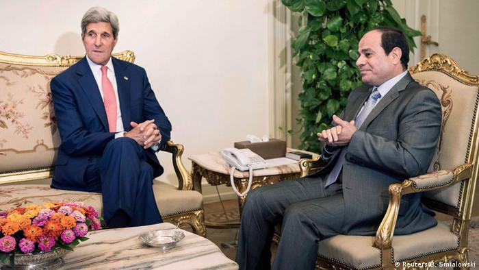 رئیس جمهوری مصر (راست) در دیدار با وزیر خارجه آمریکا