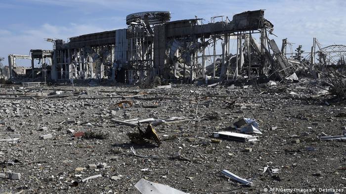 Разрушенный аэропорт Луганска, сентябрь 2014