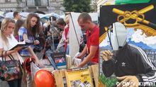 Bild vom DW-Korrespondenten in der Ukraine Vahtang Kipiani. Zu sehen: Bücherforum im Lemberg, 12.09.2014 Stichworte: Buch; Bücherforum; Lemberg, Moskau, Krieg, Ukraine