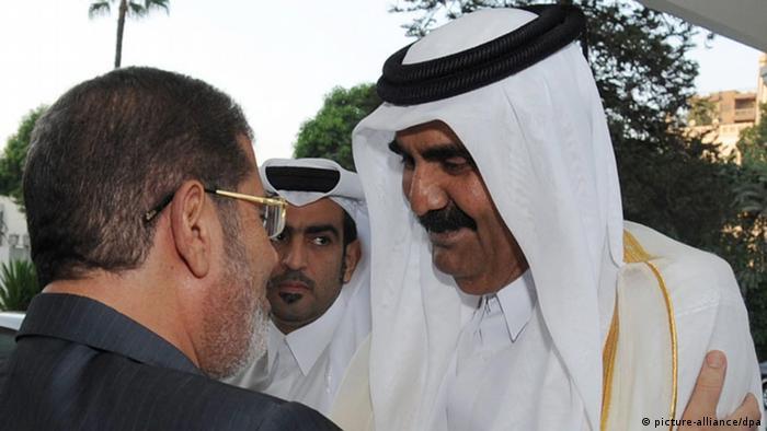 Der ägyptische Präsident Mursi trifft sich mit dem Emir von Katar Scheich Hamad bin Khalifa Al-Thani