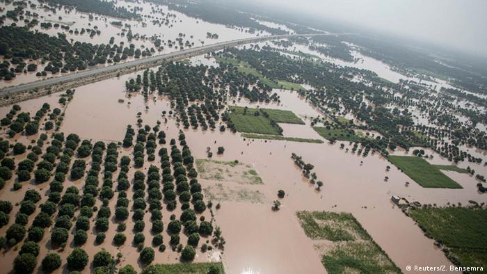 An aerial view taken from an Pakistani air force helicopter shows a flooded area in Multan, Punjab province, September 12, 2014 (Photo: REUTERS/Zohra Bensemra)
