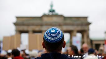 Demonstration gegen Antisemitismus in Berlin 14.09.2014 (Reuters/Thomas Peter)