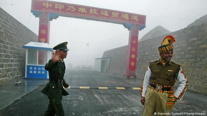 Chinese and Indian border guards at the Nathu La border crossing