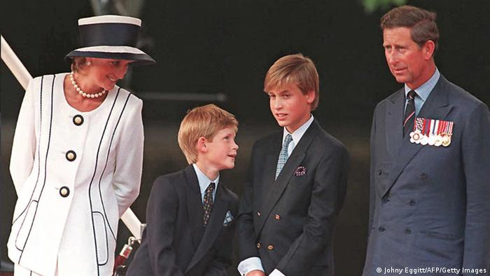 Princess Diana (L), Prince Harry, (2nd L) Prince William (2nd R) and Prince Charles (R) gather for the commemorations of VJ Day, 19 August 1995 in London(Johny Eggitt/AFP/Getty Images)