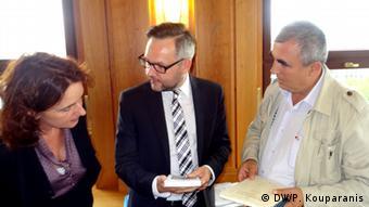 Ο εκδότης της εφημερίδας Πρωινός Μοριάς Δημ. Μητρόπουλος (δεξιά) συνάντησε τον γερμανό υφυπ. Εξωτερικών Μίχαελ Ροτ