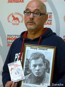 Гарри Погоняйло с портретом пропавшего журналиста Дмитрия Завадского