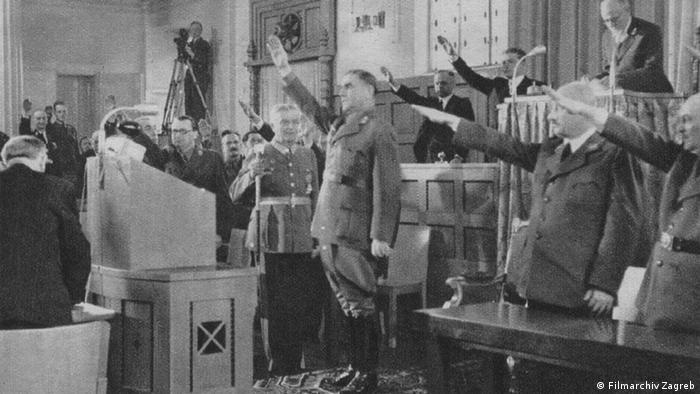Ante Pavelić uz nacistički pozdrav u Saboru