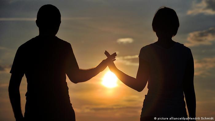Bildergalerie Händeschütteln Handdruck Hände drücken Hand geben Oxytocin Ausschüttung