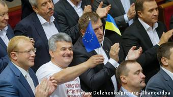 Ukraine Parlament Assoziierungsabkommen mit der EU 16.9.2014 (Sergey Dolzhenko/picture-alliance/dpa)