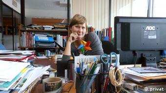 Jennifer Riebe an ihrem Schreibtisch bei der UNESCO in Uruguay