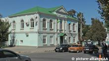SIMFEROPOL, UKRAINE - SEPTEMBER 16: Armed Federal Security Service of the Russian Federation (FSB) officers encircled the building of Mejlis of the Crimean Tatar People, representative-executive body of Crimean Tatars in Simferopol on September 16, 2014. (Osman Bayramaliyev - Anadolu Agency) Keine Weitergabe an Drittverwerter.