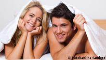 Paar hat Spaß im Bett