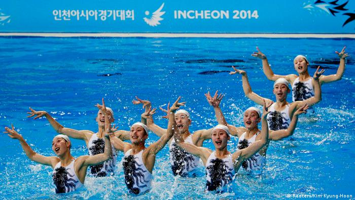 North Korea's synchronised swimming team take part in a practice session at Munhak Park Tae-hwan Aquatics Center (Photo: REUTERS/Kim Kyung-Hoon)