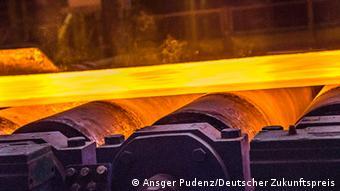 Fertig gegossene Stahlplatte aus dem horizontalen Bandgiessverfahren (Foto: Ansgar Pudenz/ Deutscher Zukunftspreis)