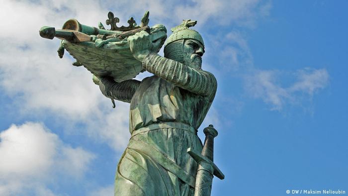 Памятник Хагену на берегу Рейна в Вормсе