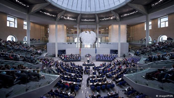 Deutscher Bundestag Plenarsaal im Reichstagsgebäude in Berlin (imago/IPON)