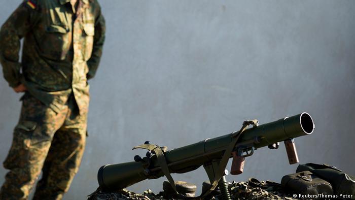 آلمان ارسال سلاح برای یشمرگههای کرد عراق را آغاز کرده است