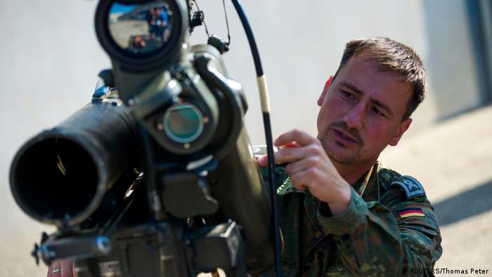 ألمانيا: زيارة لمستودع أسلحة مخصصة لأكراد العراق  0,,17933127_303,00