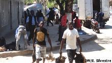 Titel: Bürger von Pemba, Cabo Delgado, Mosambik Schlagworte: Mosambik, Wahl, Präsident, Pemba Wer hat das Bild gemacht/Fotograf?: Eleuterio Silvestre Wann wurde das Bild gemacht?: 18.09.2014 Wo wurde das Bild aufgenommen?: Pemba, Cabo Delgado